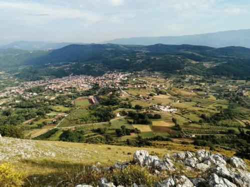 Panorama del paese dai colli di San Gregorio Magno